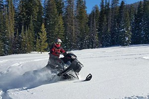 Scenic Safaris - Yellowstone Snowmobile Tours :: Guided snowmobile safaris in Yellowstone National Park. Daily trips to Old Faithful and the Grand Canyon of the Yellowstone  River. Hotel pick-up, breakfast & lunch included.