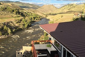 Yellowstone River Rental Home - sleeps 6 :: Gorgeous views from this 2-bdrm home overlooking the Yellowstone River in Gardiner. Upscale features and back deck. Ideal for fall Park trips, girl & guy weekends, retreats.