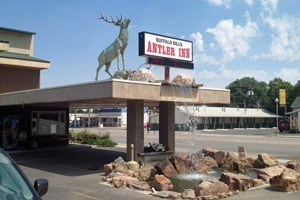 Buffalo Bill Antlers Inn Cody :: Rooms feature handcrafted Thomas Molesworth-style furnishings. Free WiFi, in-room coffee makers, and donuts every morning. Conveniently located on Cody's main street.