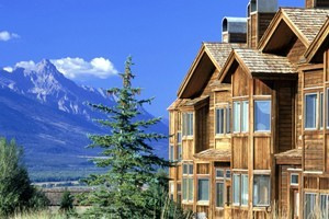 Spring Creek Ranch & Spa :: A luxury resort 1,000 ft above Jackson Hole, Wy. Views overlook the Jackson Hole Valley and across to the Tetons. Minutes from town of Jackson. Fireplace cabins & hot tub.