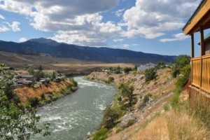 Mountain King Rental Home - sleeps 8 in Gardiner :: You will love this 2-bdrm + loft log lodge, overlooking the Yellowstone River. With all the comforts of home, enjoy grilling, cozy family nights, and 1-block walk to town.