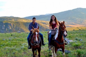 Cowboy Cookout and Horseback Trips in Gardiner :: Enjoy a taste of the old west with a 1 hour horseback ride followed by an authentic cowboy cookout with delicious food, incredible views, and a relaxing atmosphere.