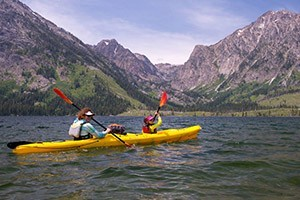 OARS - Kayak Yellowstone Lake - save 10% Online :: Fun & active 3-hour guided kayak tours with top-notch outfitter, departs 3x daily (6:30am 9:30am & 2:30pm) for all ages. See our online video of kayaking the lake.