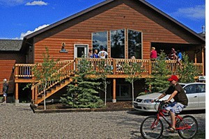 Faithful Street Inn - cabin & home rentals :: 1st-class cabins, condos & home rentals sleeping 6-18 each. Ideal for Yellowstone visitors, family & retreat groups. Ample trailer parking, walk to stores & dining.