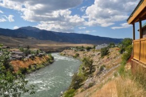 Yellowstone Cabin Rentals overlooking the River :: Select from 3 beautiful homes (2+ bedrooms each, sleeping 4-8) with all modern conveniences, blocks to Yellowstone Park in Gardiner. Outside decks for viewing wildlife.