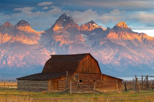 Jackson Hole Deluxe Tours - Tour & Lodging Package