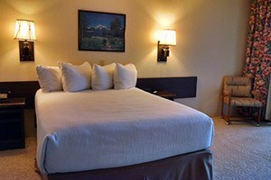 Lewis & Clark Motel - in Bozeman and Three Forks :: Offering personal hospitality & attentive service of a B&B, with the comfort & privacy of a hotel, enjoy upgraded rooms, WiFi, afternoon tea, beer, wine & snacks. Sauna/Tub.