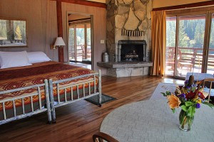 Diamond J Ranch - Cabins & B&B Packages : Discover the jewel of the Diamond J, off the beaten path, yet close to area attractions. Offering horse riding, swimming, tennis, hiking, private fishing & large home rentals.