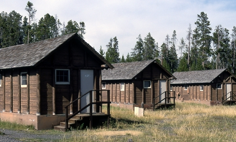 Yellowstone lake lodge cabins alltrips for Cabin yellowstone park