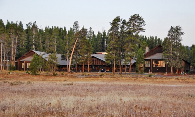 Yellowstone lake lodge cabins alltrips for Hotels yellowstone national park