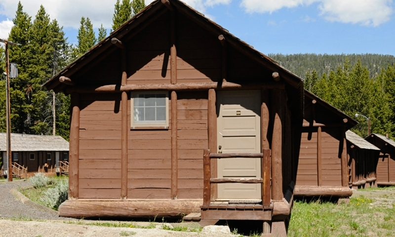Yellowstone lake lodge cabins alltrips for Yellowstone hotel and cabins