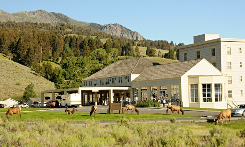 Mammoth hot springs hotel cabins yellowstone alltrips for Cabin yellowstone park