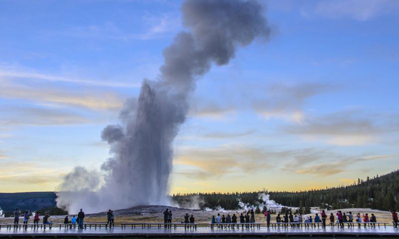 old faithful geyser yellowstone national park