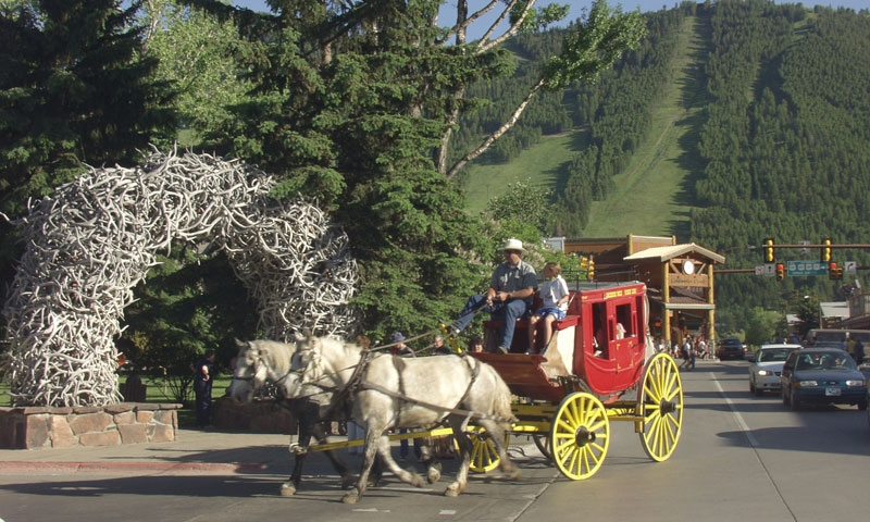 Riding the Stagecoach around Jackson Town Square
