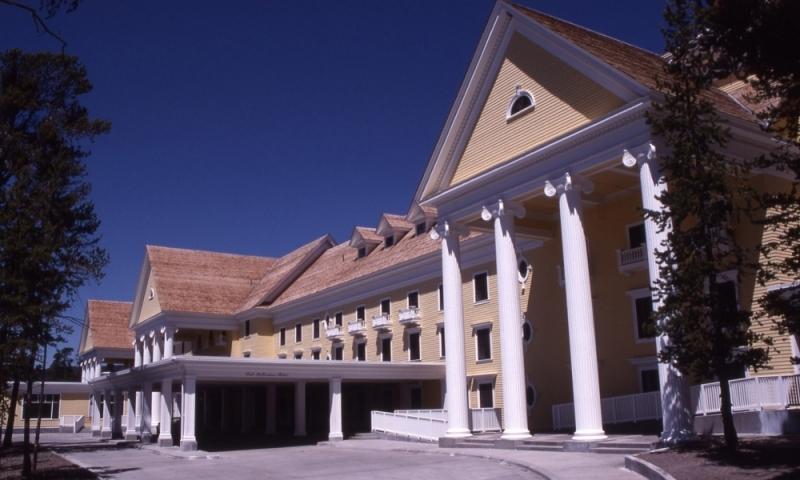 Lake yellowstone hotel yellowstone national park alltrips for Hotels yellowstone national park