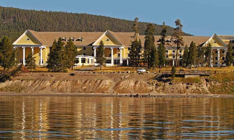 Lake yellowstone hotel yellowstone national park alltrips for Yellowstone hotel and cabins