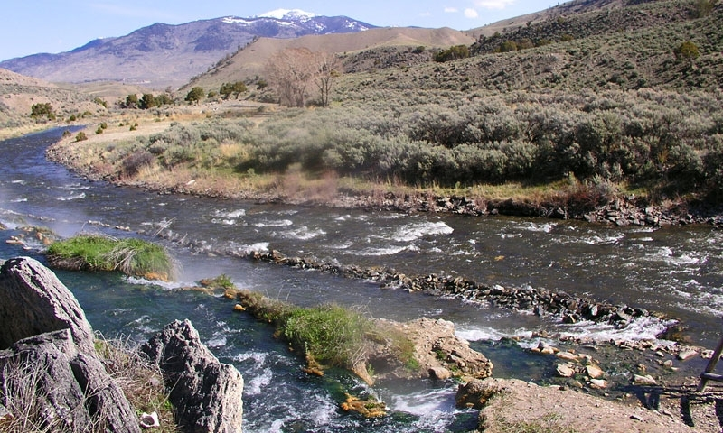Merging of Boiling Springs and Gardner River near Mammoth Hot Springs