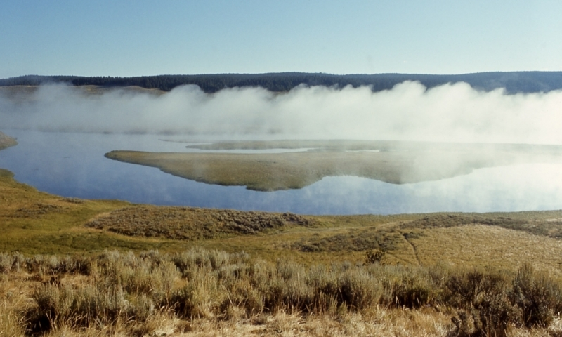 Yellowstone River flowing through Hayden Valley.