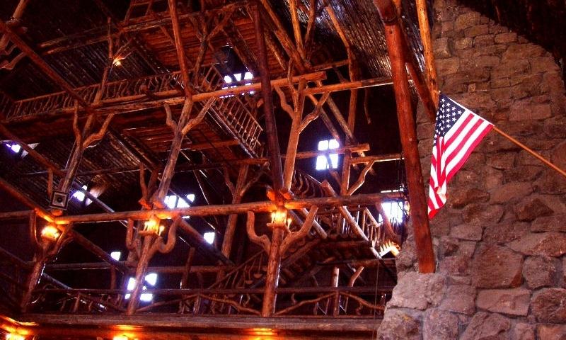 Old Faithful Inn Yellowstone Park