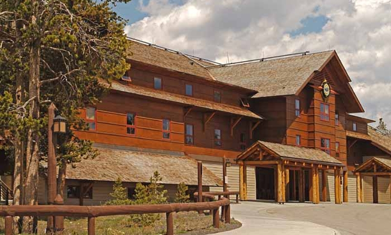 Old faithful snow lodge in yellowstone alltrips for Yellowstone cabins west yellowstone