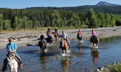 Yellowstone horseback riding horse trail rides alltrips for Stazione di jackson hole cabin